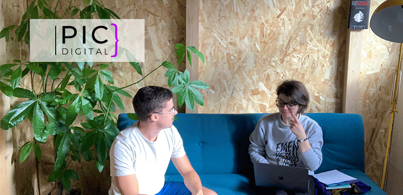 Grâce au dispositif ARFSN, Isabelle, web designeuse chez Pic Digital, bénéficie d'une formation en UX Design dispensée par Raphaël Ibarboure de la société Pigwii.